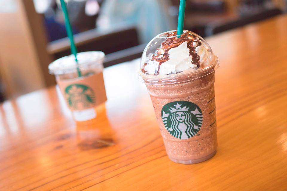 Starbucks boicotta Facebook