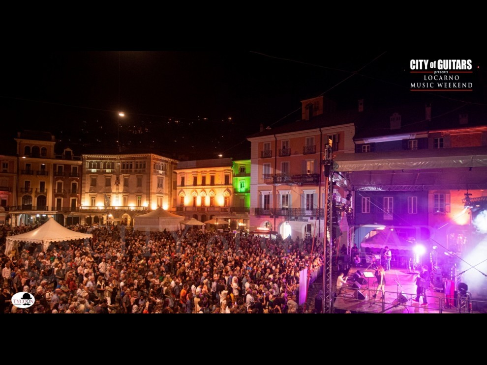 Piazza Grande in delirio per City of Guitars!